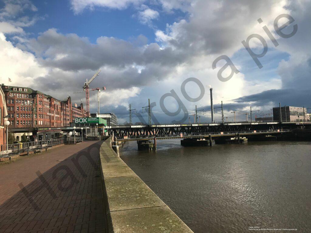 informaciones adicionales: un puente en el puerto de Hamburgo